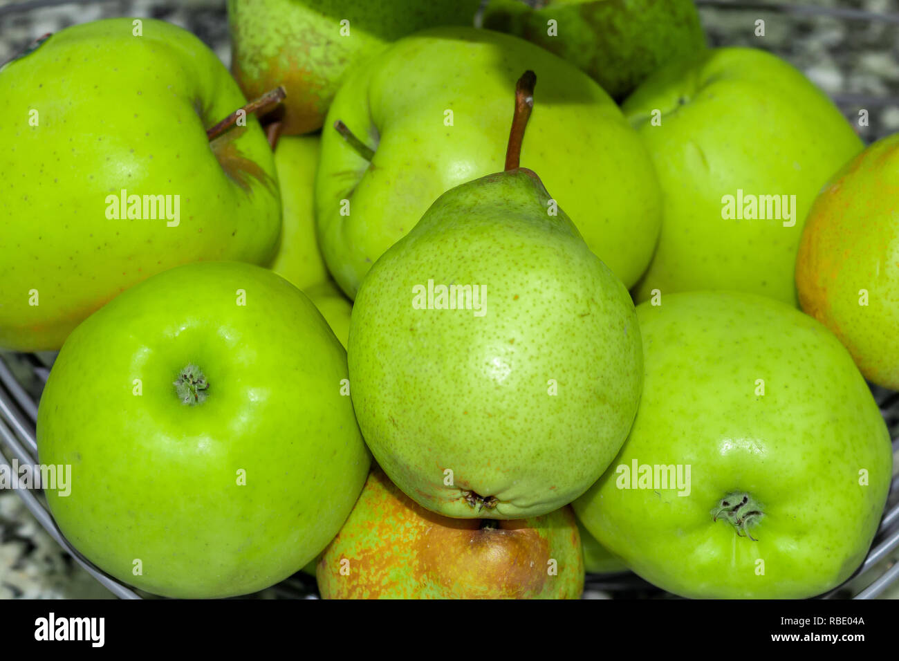 Green pears and apples, healthy and fresh food - Stock Image