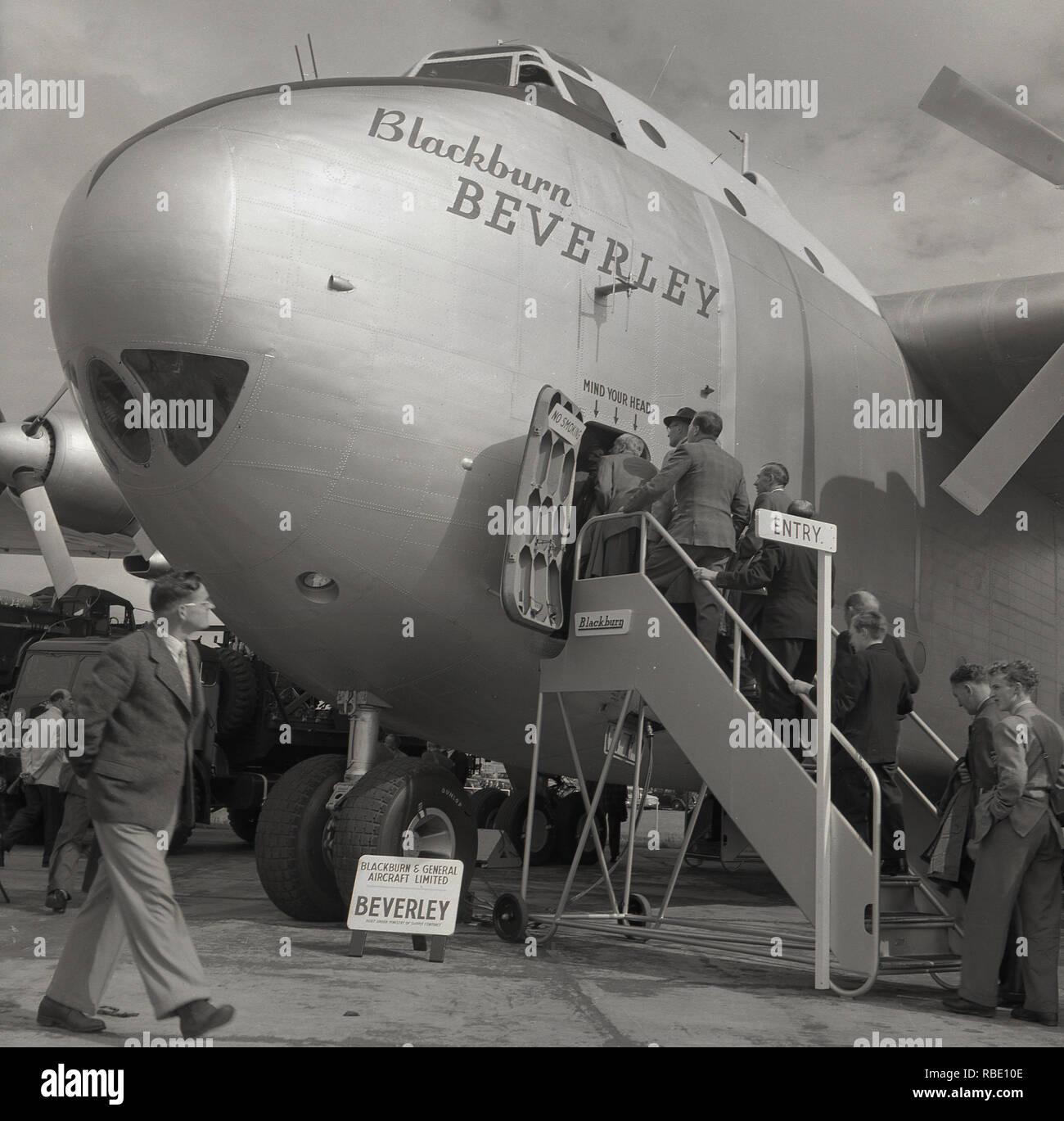 1950s, Historical, Visitors boarding the British made aircraft, the 'Blackburn B-101 Beverley', This large twin-propelled tactical transport aircraft was built under a 'Ministry of Supply Contract' and used by squadrons of the Royal Air Foruce Transport Commmand. When in service it was the largest aircraft in the RAF.  The Beverleys were all built at Brough in Yorkshire, England. Stock Photo