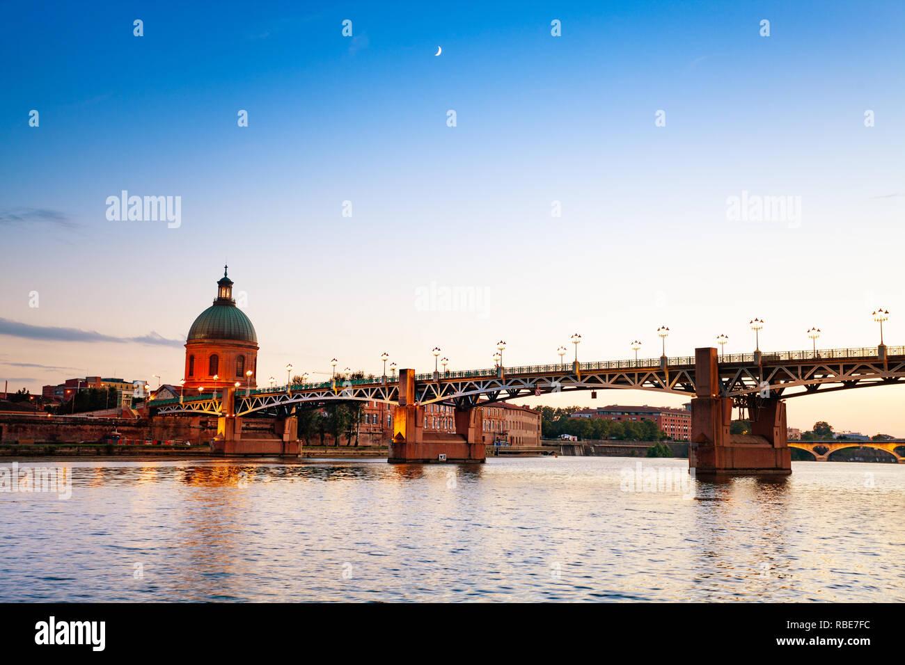Pont Saint-Pierre over Garonne river, Toulouse - Stock Image
