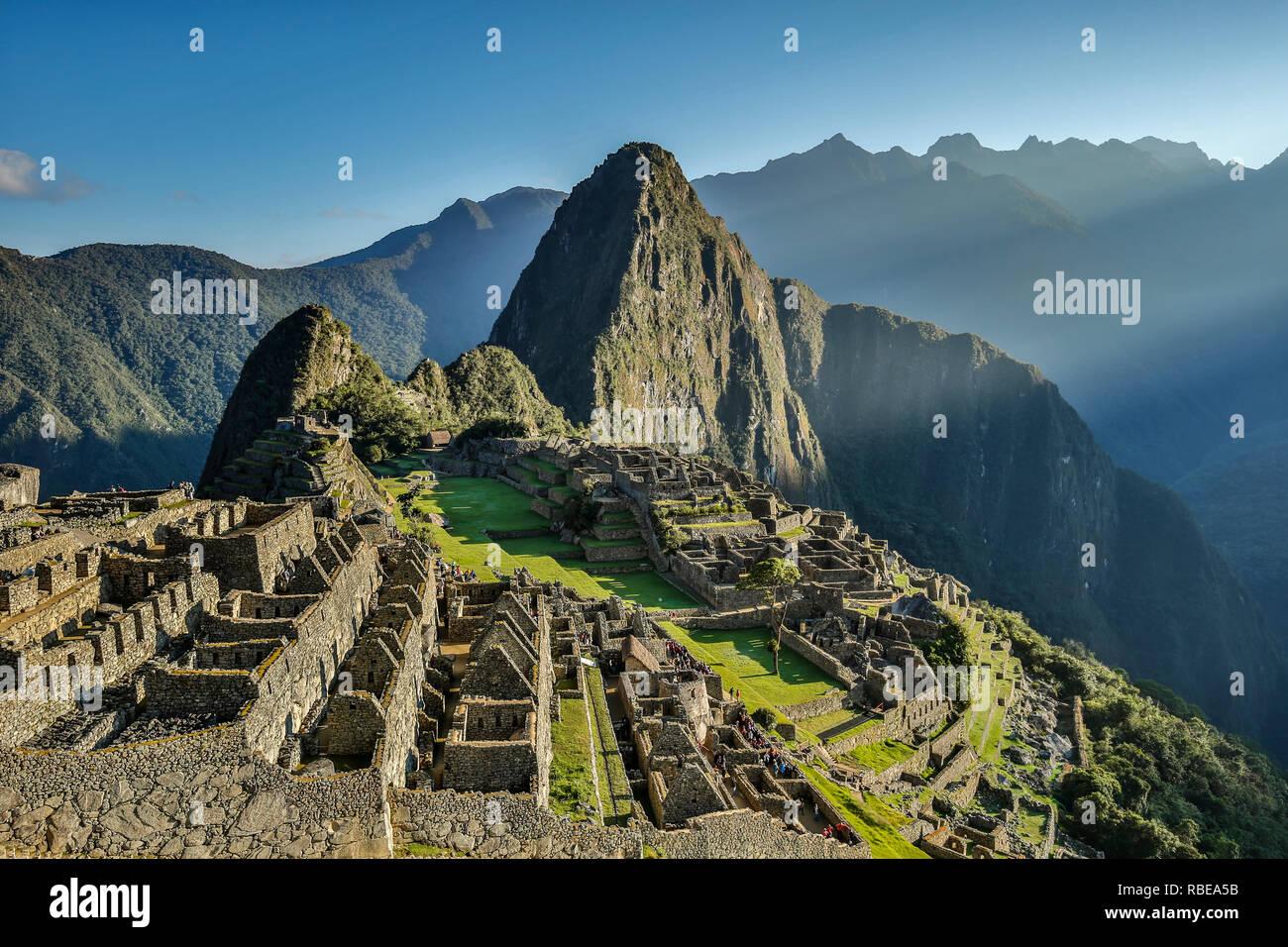 Inca citadel of Machu Picchu (Huayna Picchu peak in background), Cusco, Peru - Stock Image