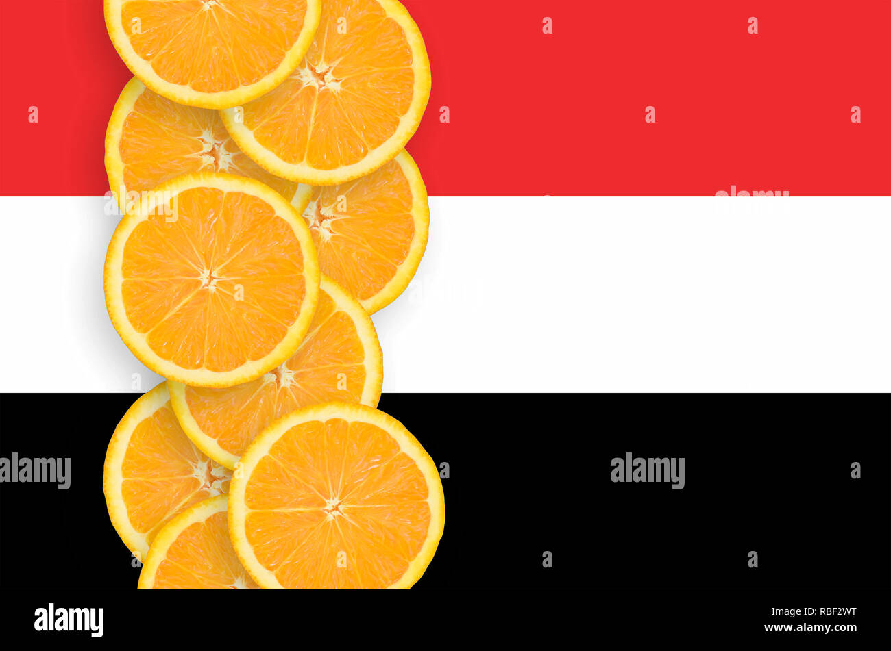 Yemen flag and vertical row of orange citrus fruit slices. Concept of growing as well as import and export of citrus fruits - Stock Image