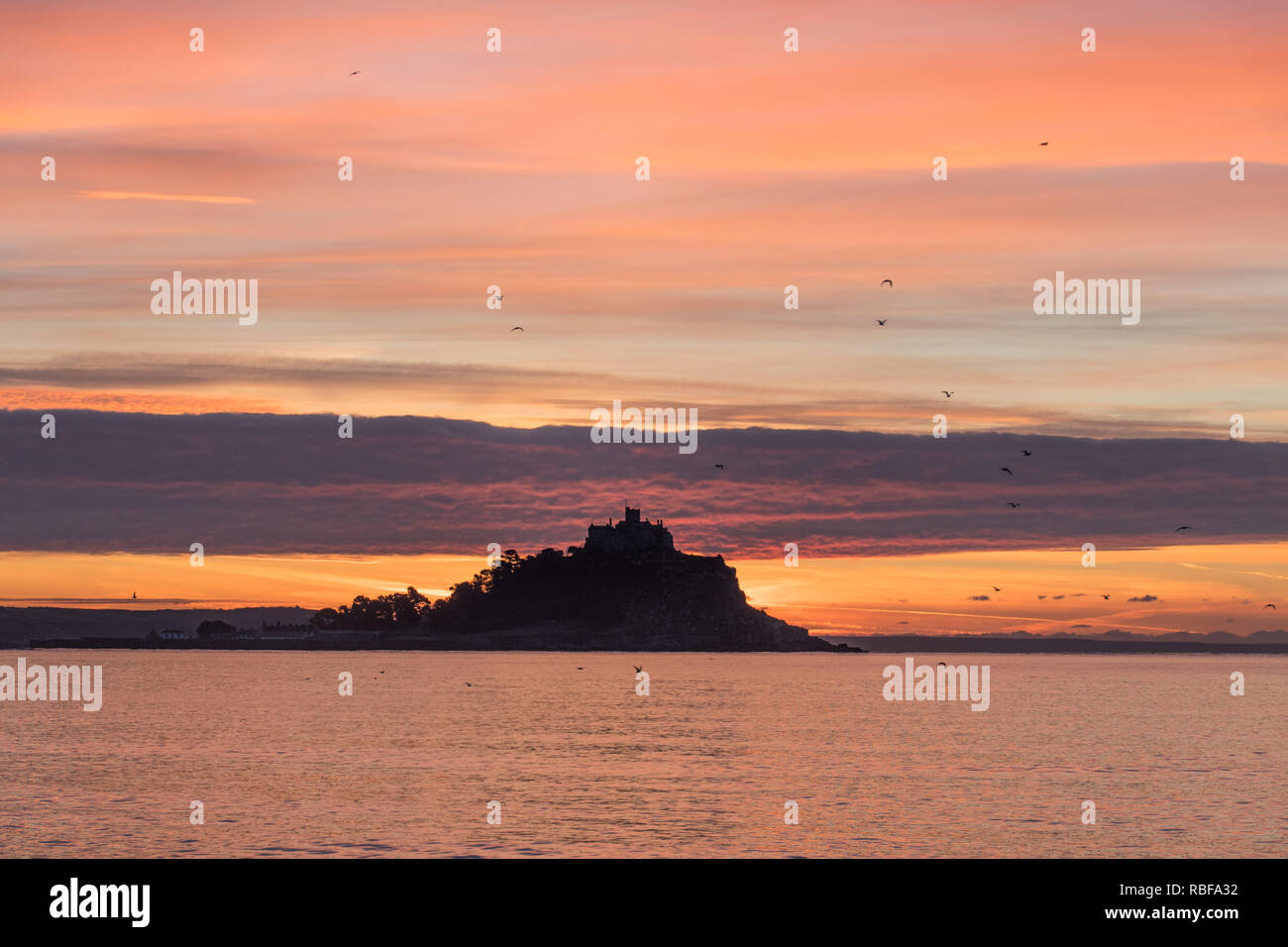 Longrock, Cornwall, UK. 10th Jan  2019. UK Weather.  Frost at sunrise for Cornwall, after weeks of mild weather and low cloud. Early morning walkers were greeted with a colourful sunrise on the Cornish coast. Credit: Simon Maycock/Alamy Live News - Stock Image