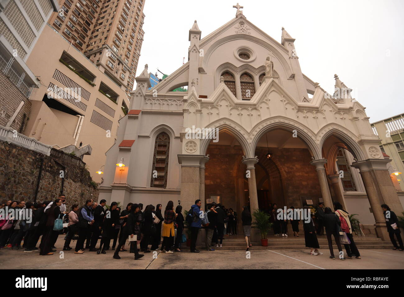 Hong Kong, CHINA. 10th Jan, 2019. Hong Kong Catholics queue up to enter Church of the Immaculate Conception where Reception of the Body of the late Bishop Michael Yeung is held today.Jan-10, 2019 Hong Kong.ZUMA/Liau Chung-ren Credit: Liau Chung-ren/ZUMA Wire/Alamy Live News Stock Photo