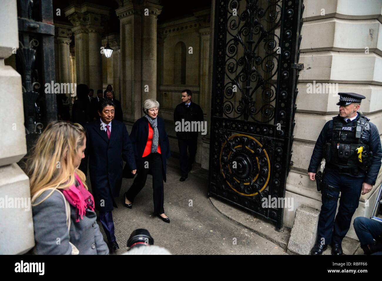 London, UK. 10th Jan, 2019. Prime Minister Theresa May and Japanese Prime Minister Shinzo Abe arrive at Downing Street ahead of bilateral talks. Credit: claire doherty/Alamy Live News Stock Photo