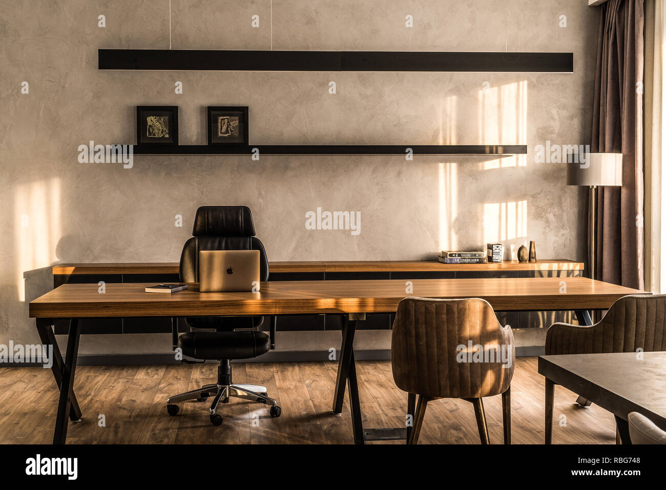 Minimal Office High Resolution Stock Photography And Images Alamy