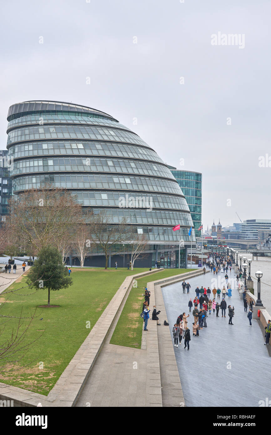 City Hall, on the south bank of the river Thames, home of the London Assembly (and its elected 25 members) as well as the offices of the mayor of Lond - Stock Image