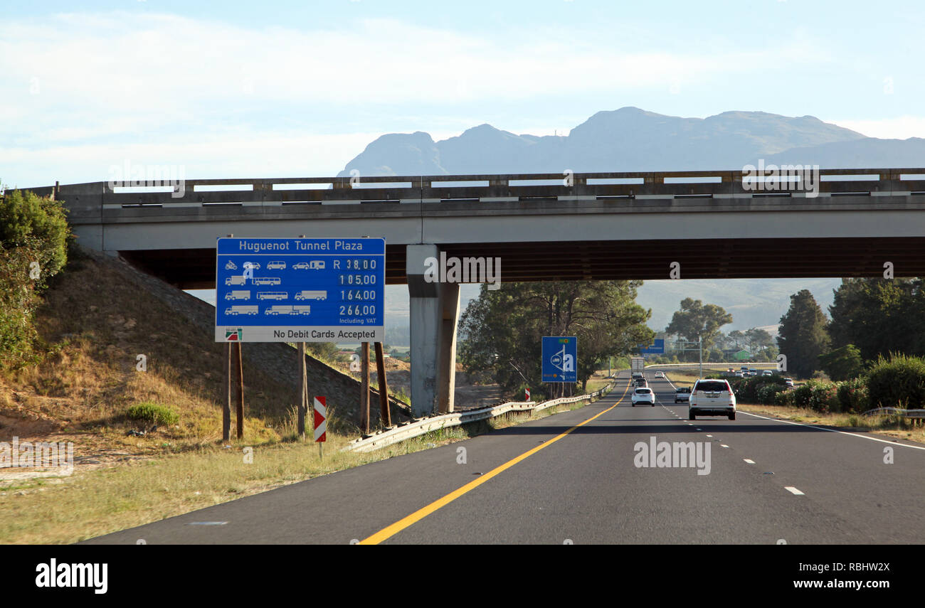 looking towards the Huguenot Tunnel (Cape Twn side)  which runs through the Du Toitskloof mountains on the N1 road near Paarl, Cape Town, South Africa - Stock Image