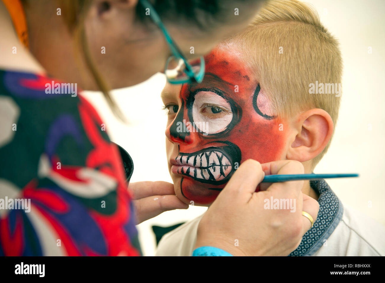 Children having their faces painted - Stock Image
