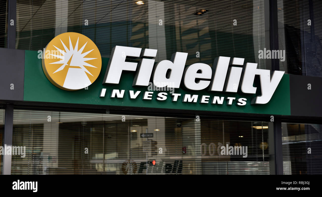 Fidelity Investments sign and logo on building Stock Photo