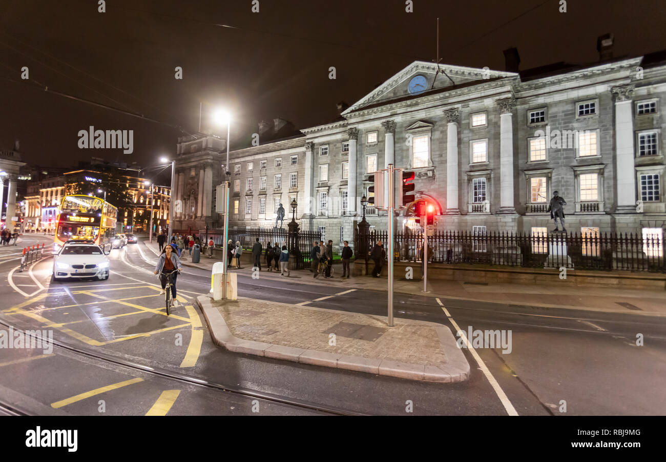 A view from College Green of cars and public transportation by Trinity College. - Stock Image