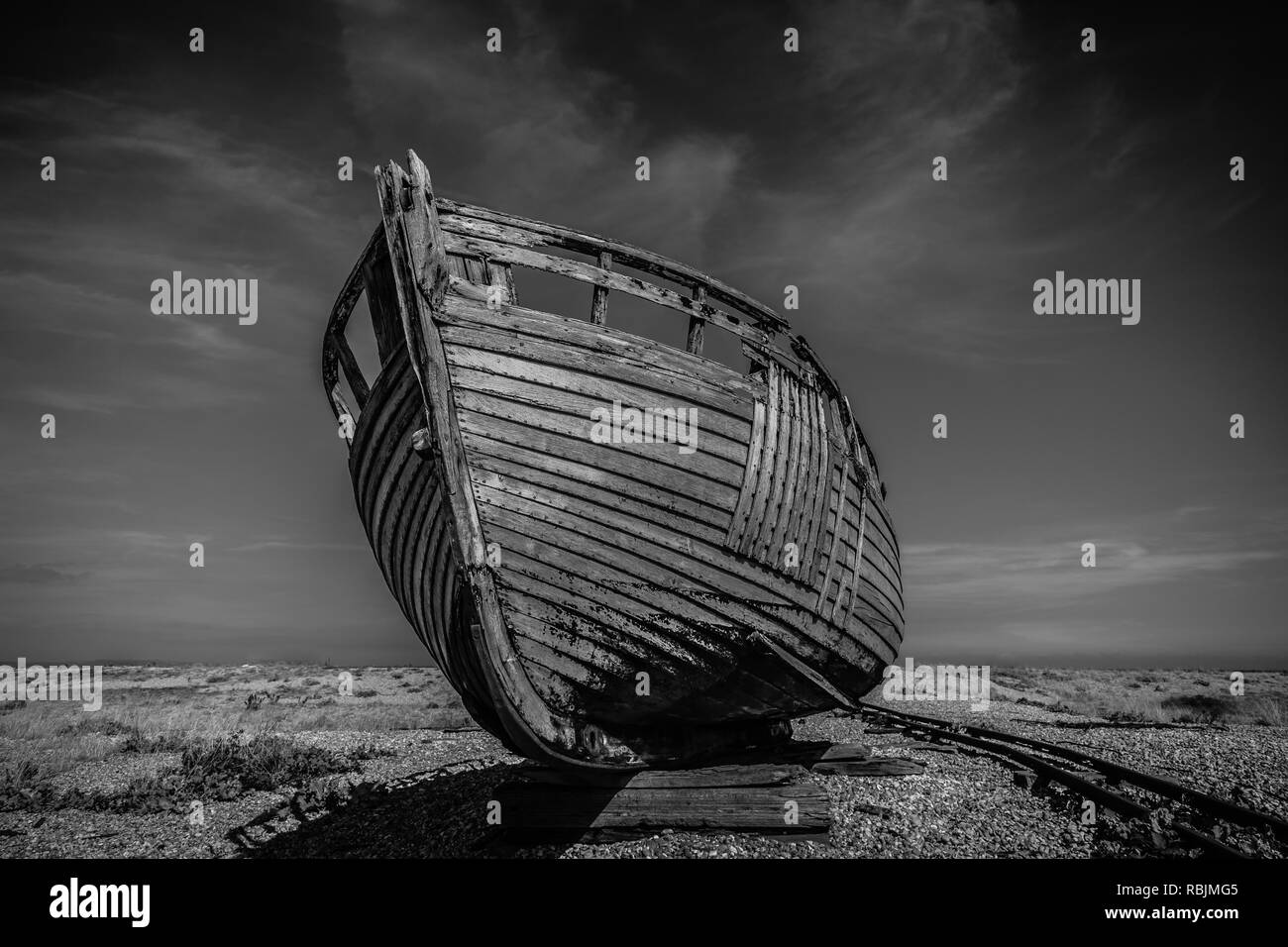 Old abandoned boat at Dungeness in East Sussex - Stock Image