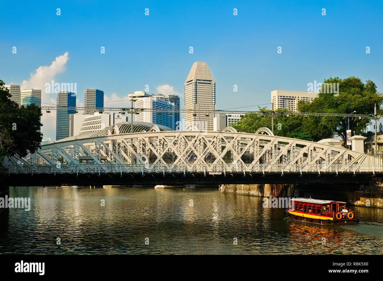 View over the Singapore River, Singapore, towards Anderson Bridge; seen from Cavenagh Bridge next to Fullerton Hotel - Stock Image