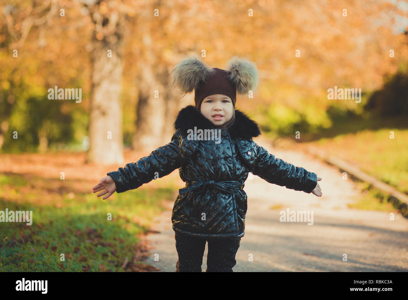 Dolly pin-up toothsome young girl wearing fashion stylish black coat jacket and awesome hat clothes posing in autumn spring park weekend happyly smili - Stock Image