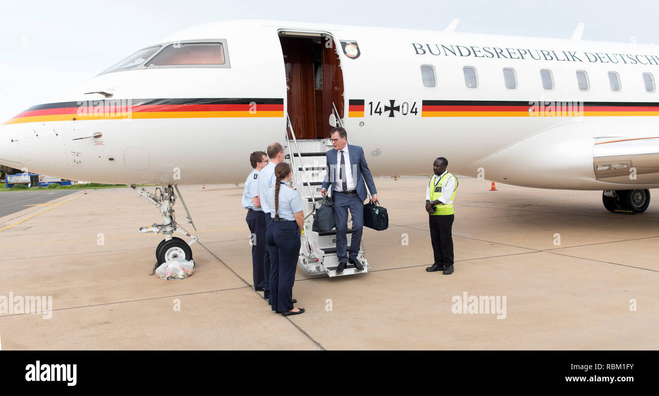 Lilongwe, Malawi. 07th Jan, 2019. Gerd Müller (CSU, 2nd from right), German Development Minister, at Kamuzu International Airport. A defective valve made a launch of the twin-jet Bombardier Global 5000 of the air force impossible at that time. Development Minister Gerd Müller's trip to southern Africa is hampered by another plane breakdown on 11 January. Credit: Ute Grabowsky/Photothek/BMZ /dpa - ATTENTION: Only for editorial use in connection with the current reporting and only with complete mention of the above credit/dpa/Alamy Live News - Stock Image