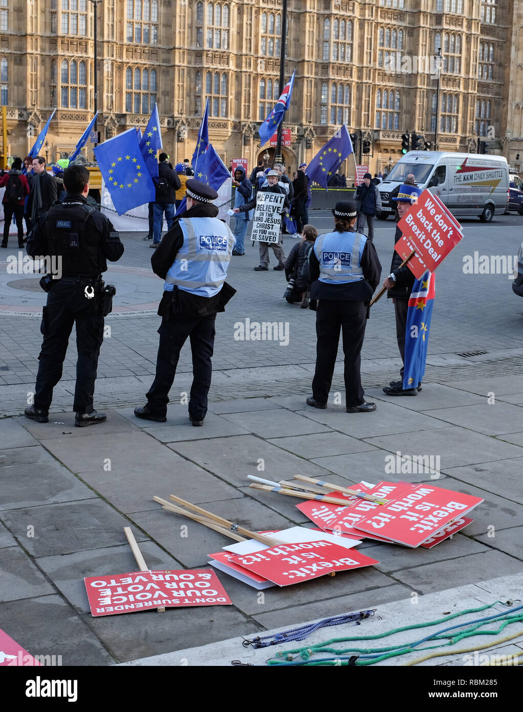 London, UK. 11th Jan, 2019. Anti Brexit campaigners outside the Houses of Parliament in London today as the debate continues on Prime Minister Theresa May's deal which is to be voted on next week . Credit: Simon Dack/Alamy Live News - Stock Image