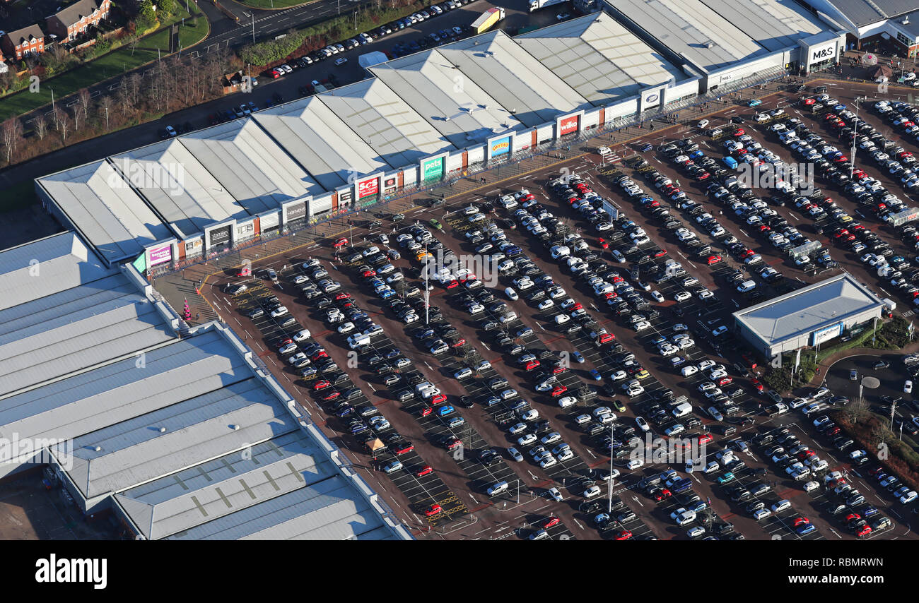 a retail estate & its car park full of shoppers on Christmas Eve, Northern England, 24th Dec 2018 - Stock Image