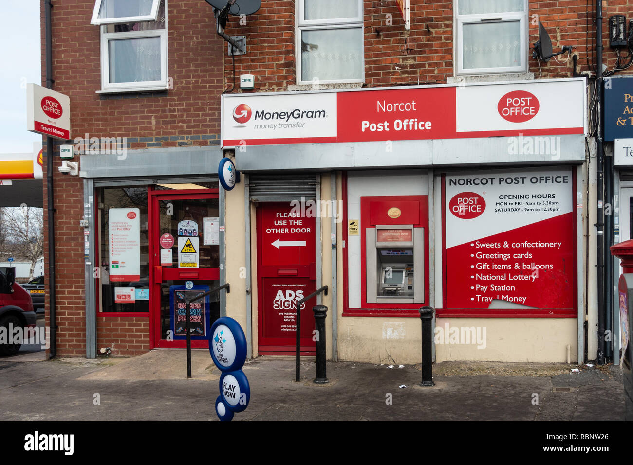 The local post Office on Oxford Road, Norcot, Reading, Berkshire, UK. - Stock Image