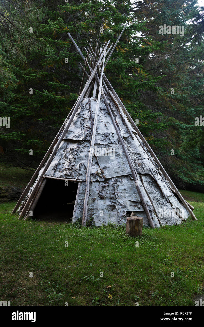 Traditionally created birch bark tipi at the Micmac Interpretation Site of Gespeg at Gaspé in Quebec, Canada. The Mi'gmaw (or Mi'kmaq) people were the - Stock Image
