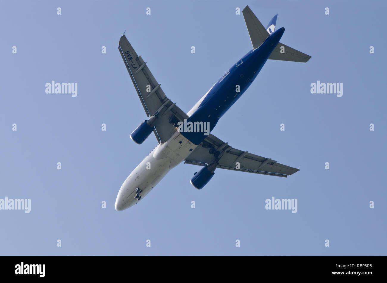 Airbus A320 aeroplane landing, Mumbai, Maharashtra, India, Asia - Stock Image