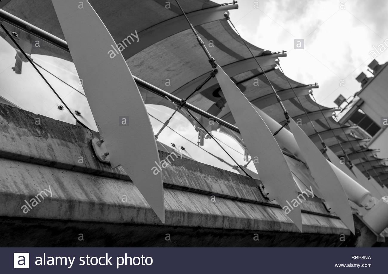 Skybridge dutch angle side view - Stock Image