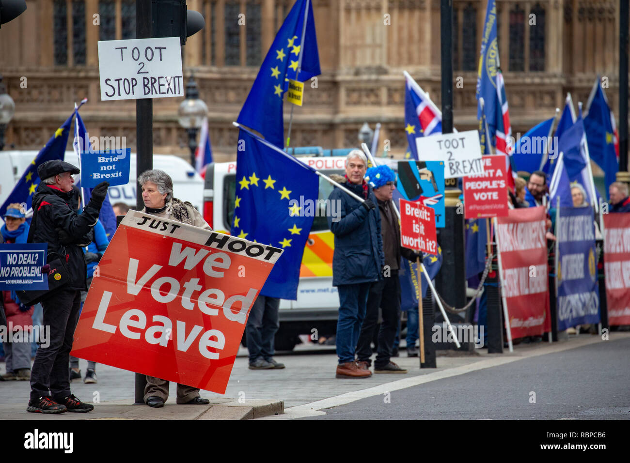 Vote Leave and Remain supporters outside Parliament in Westminster. Britain is scheduled to exit the EU on March 29th. Britain leaving the EU. - Stock Image