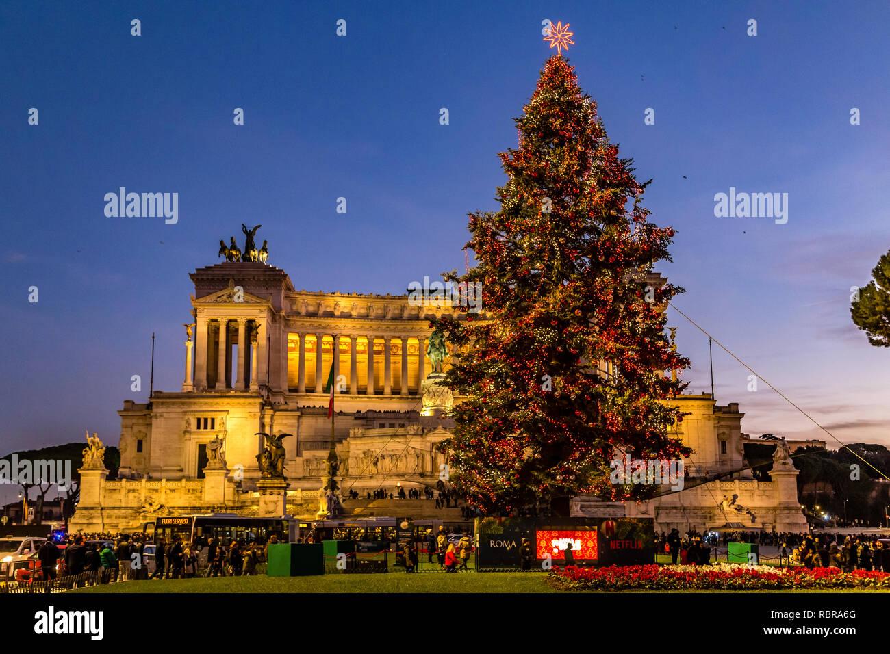 Christmas In Italy 2019.Rome Italy January 1 2019 Tourists Walking Near Altar