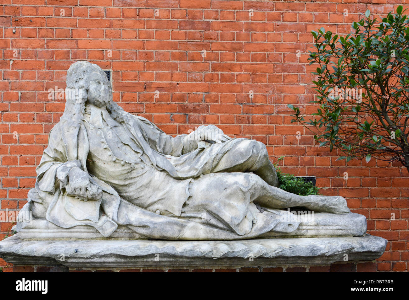 Reclining male figure in period costume and monument to Johannes Hiccocks Magister in Cancellario, Temple Church, London, UK - Stock Image