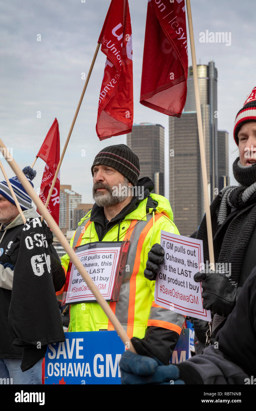 Windsor, Ontario, Canada - 11 January 2019 - Canadian auto workers, members of the Unifor labor union, rallied across the Detroit River from the General Motors headquarters in Detroit to protest GM's plan to close the Oshawa, Ontario assembly plant, throwing thousands out of work. Credit: Jim West/Alamy Live News - Stock Image