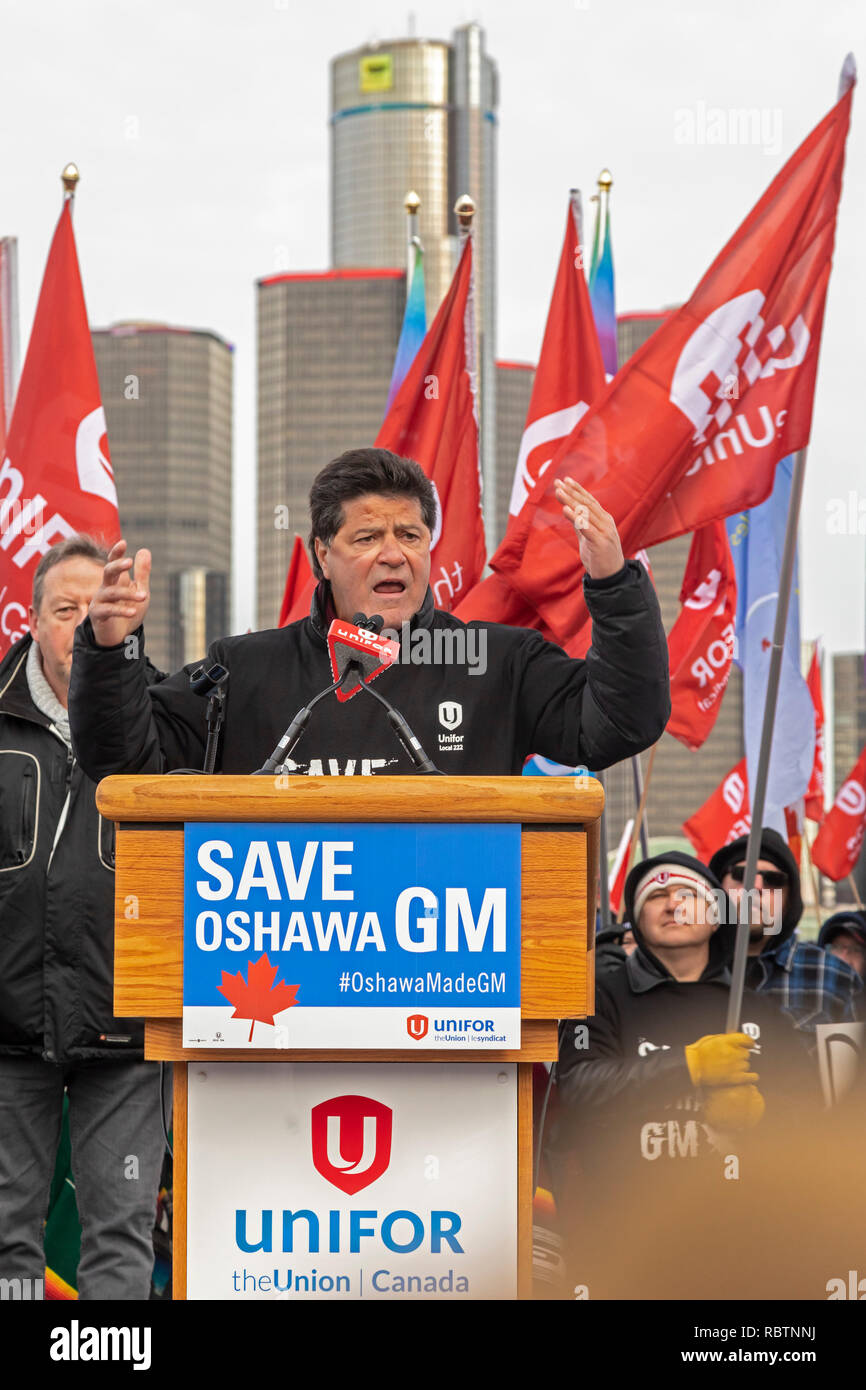 Windsor, Ontario, Canada - 11 January 2019 - Jerry Dias, president of the Unifor labor union which represents Canadian auto workers, speaks at a rally protesting General Motors' planned closing of the Oshawa, Ontario assembly plant. The rally was held across the Detroit River from General Motors headquarters in Detroit. Credit: Jim West/Alamy Live News - Stock Image
