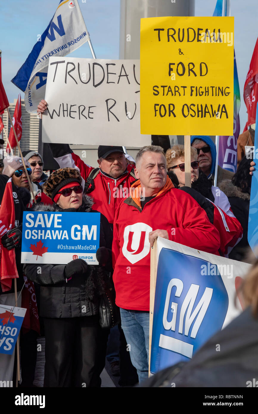 Windsor, Ontario, Canada - 11 January 2019 - Canadian auto workers, members of the Unifor labor union, rallied across the Detroit River from the General Motors headquarters in Detroit to protest GM's plan to close the Oshawa, Ontario assembly plant, throwing thousands out of work. Canadian and Ontario political leaders have stayed away from the issue. Credit: Jim West/Alamy Live News - Stock Image