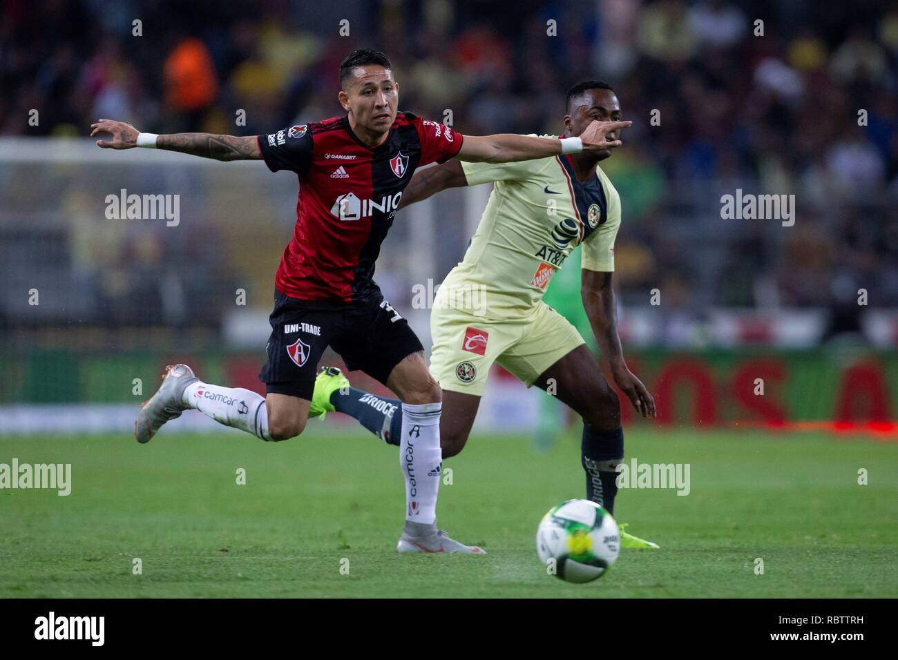 Guadalajara, Mexico. 12th Jan, 2019. Irving Zurita (L) of Atlas vies for the ball against Alex Ibarra (R) of America, during the game corresponding to day 2 of the Mexican soccer tournament, held at the Jalisco Stadium, in the city of Guadalajara, Mexico, 11 January 2019. EFE/ Francisco Guasco Credit: EFE News Agency/Alamy Live News - Stock Image
