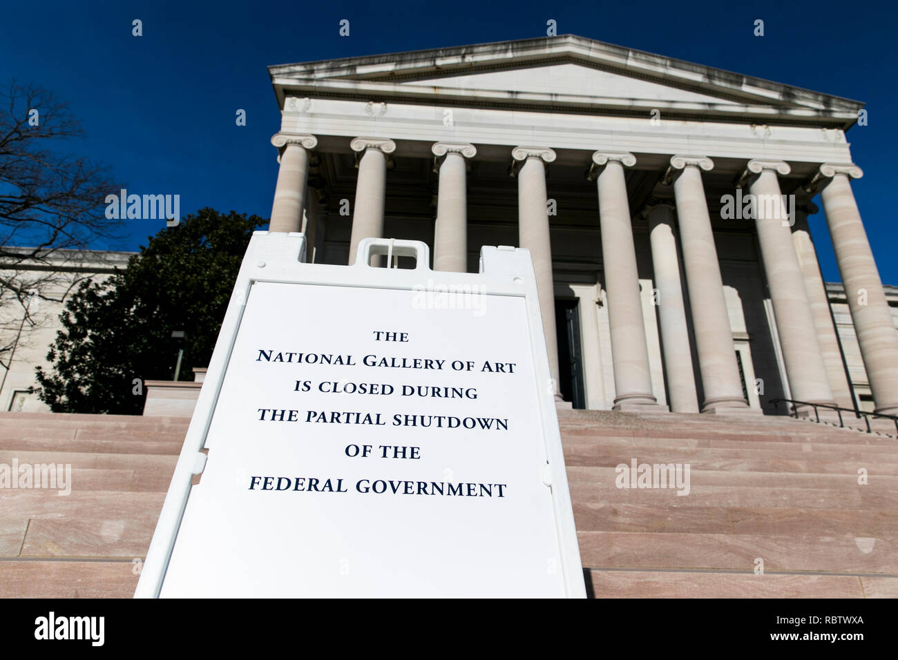 Washington, DC, USA. 11th Jan, 2019. A sign outside of the National Gallery Of Art informing visitors that the museum is closed due to the partial Government shutdown in Washington, DC on January 11, 2019. The shutdown, now entering it's 22nd day, is the longest Government shutdown in U.S. history. Credit: Kristoffer Tripplaar/Alamy Live News Stock Photo