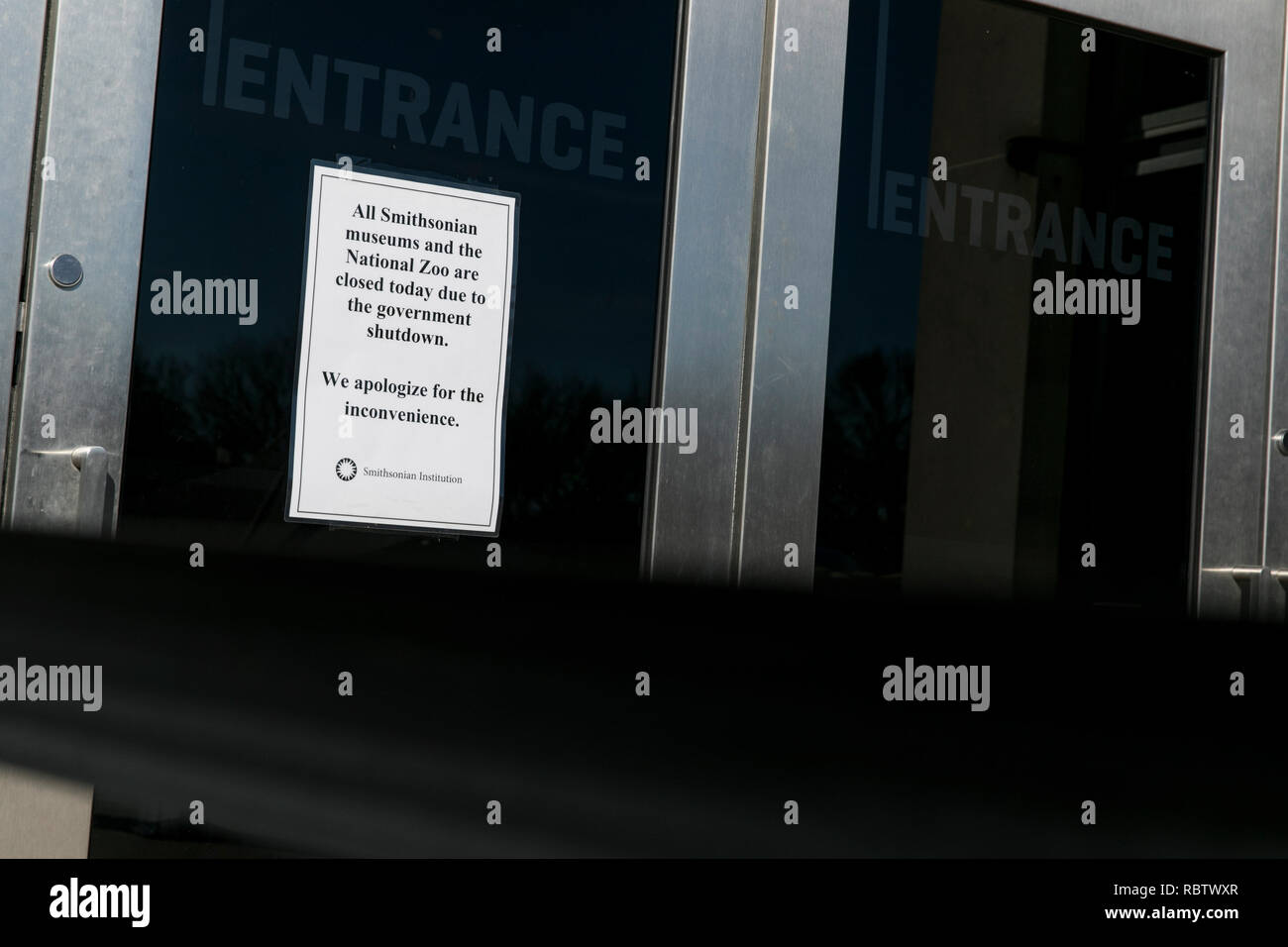 Washington, DC, USA. 11th Jan, 2019. A sign outside of the Smithsonian National Museum of American History informing visitors that the museum is closed due to the partial Government shutdown in Washington, DC on January 11, 2019. The shutdown, now entering it's 22nd day, is the longest Government shutdown in U.S. history. Credit: Kristoffer Tripplaar/Alamy Live News - Stock Image