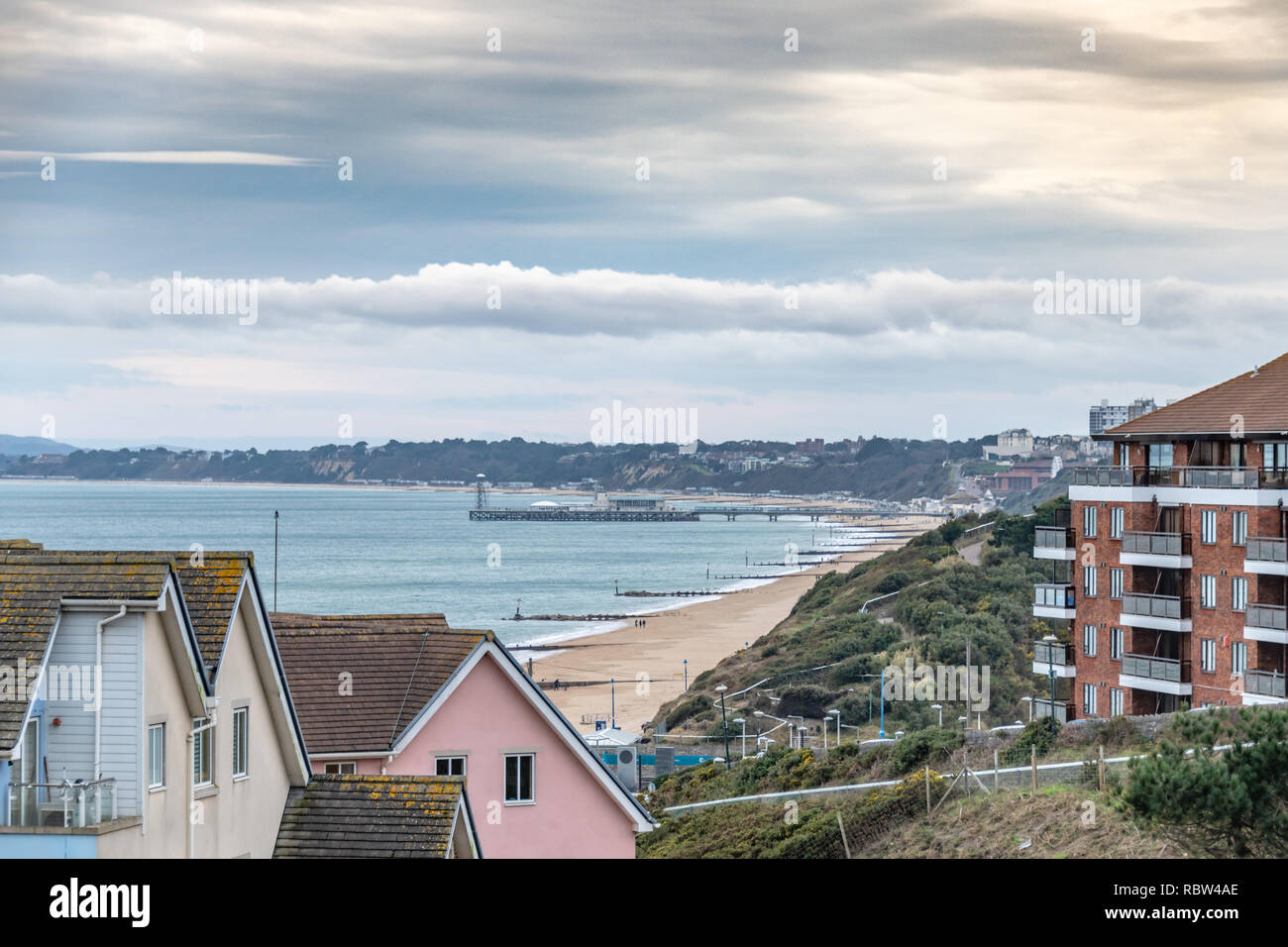 Bournemouth, Dorset, UK. 12th January 2019. Winter sun over beach in Bournemouth on a winters day. Credit: Thomas Faull/Alamy Live News Stock Photo