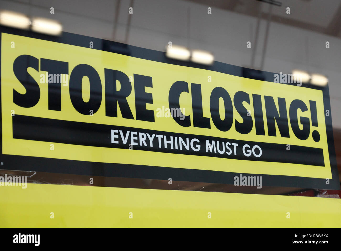 store closing sign - Stock Image