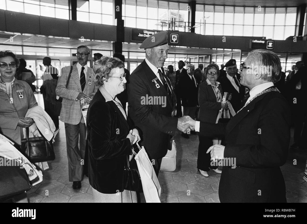 Aankomst Canadezen veteranen op Schiphol ivm bevrijdingsfeest burgemeester Pola, Bestanddeelnr 930-8114. Stock Photo