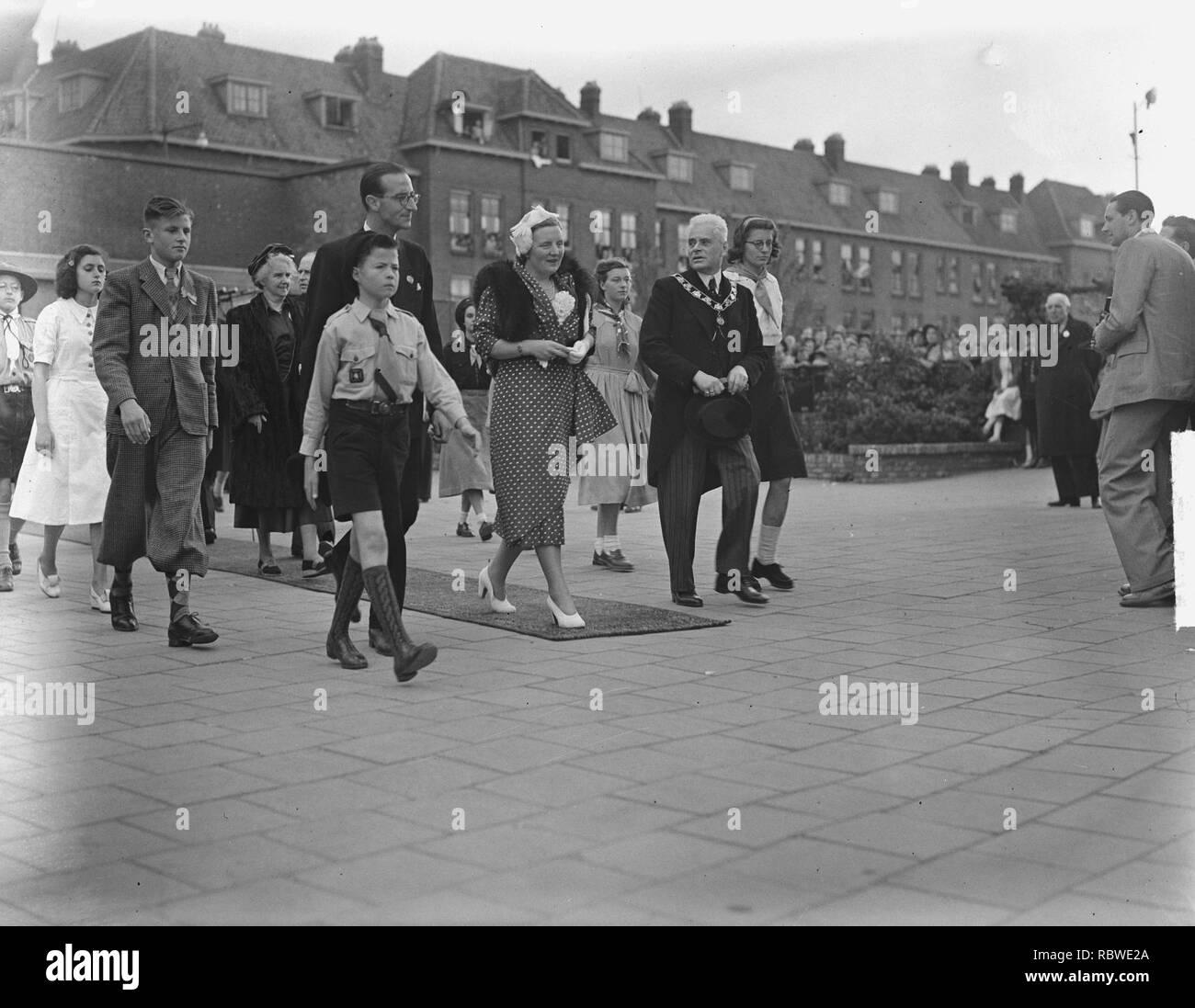 Aankomst koninklijke familie in Spangen, Bestanddeelnr 903-3832. - Stock Image