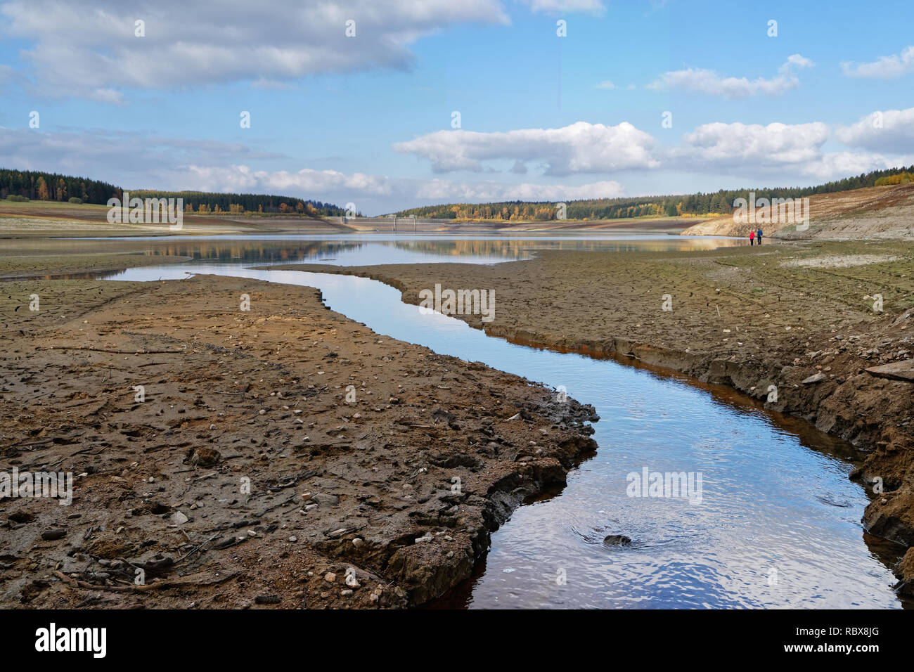 View to the dam wall of a dam with low water level, the dryness is clearly visible, consequence of the hot summer 2018 - Location: Germany, Saxony - Stock Image