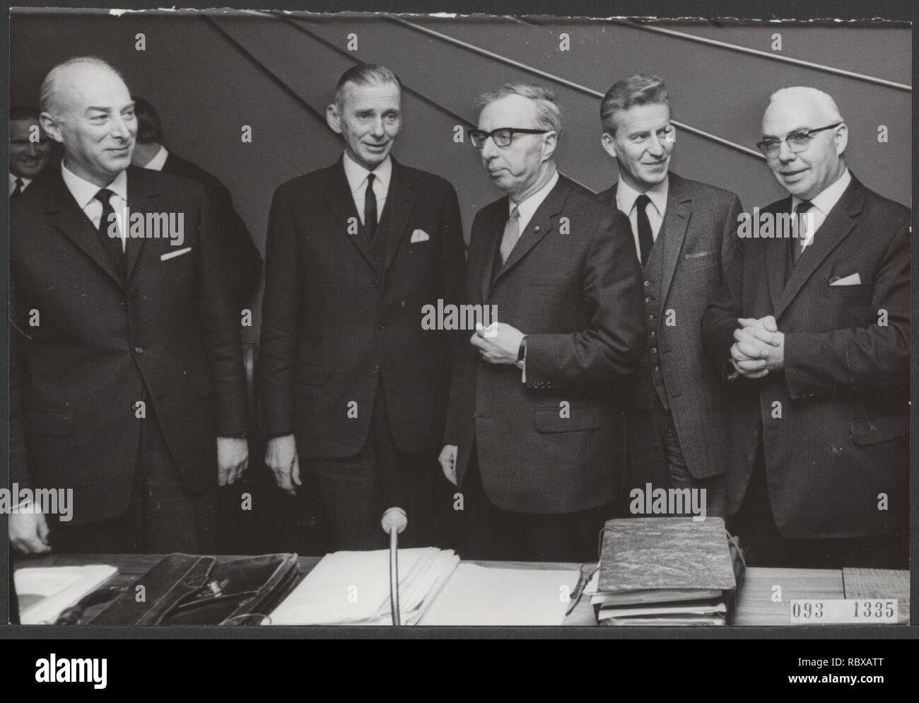 Activiteiten minister van financien zijlstra in 1966 1967, Bestanddeelnr 093-1335. - Stock Image