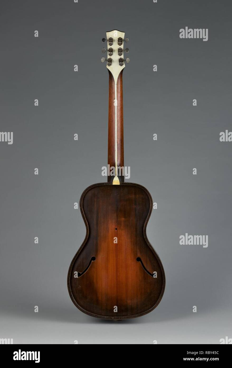 718444 Maker: Vivi-Tone, American, Acoustic-Electric Guitar, ca. 1933, Spruce, maple, mahogany, ebony, Height: 39 1/8 in. (99.4 cm) Width (At lower bout): 13 1/8 in. (33.3 cm) Depth (At side of rim): 3 3/4 in. (9.5 cm). - Stock Image