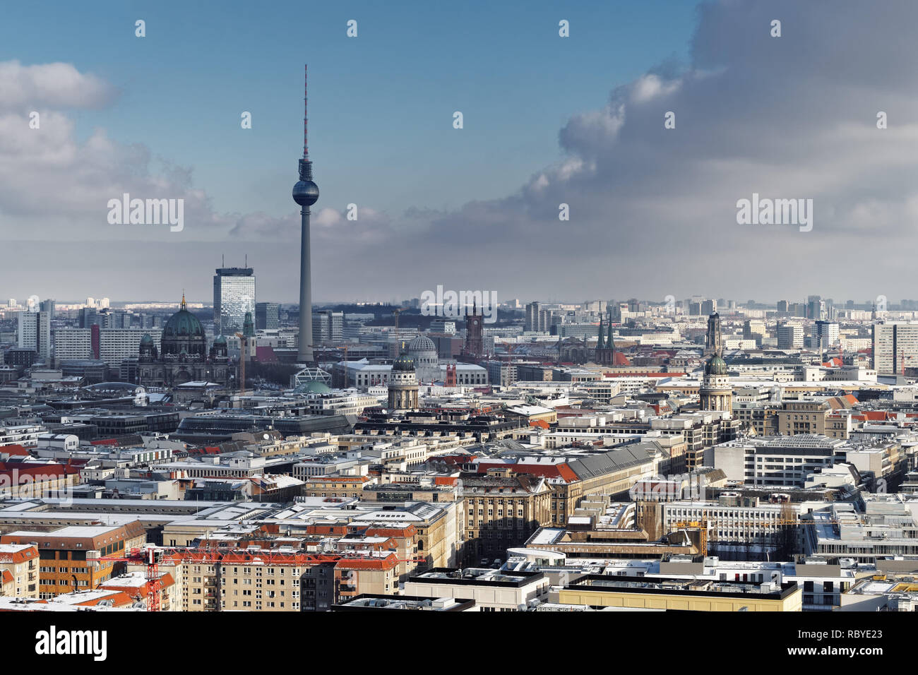 Wide view over the sea of Berlin in winter with a striking cloud formation, TV tower as the main motif - Location: Germany, Berlin, Potsdamer Platz - Stock Image