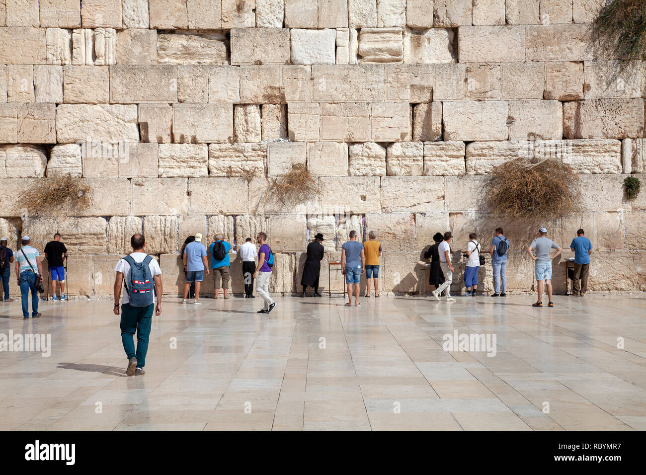 Visitors to The Wailing Wall in Jerusalem Old City - Israel - Stock Image