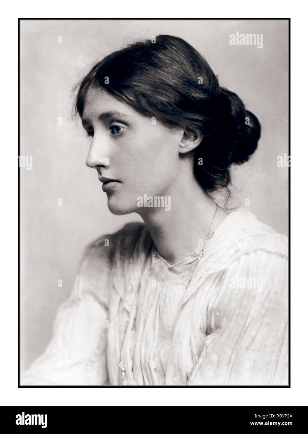 VIRGINIA WOOLF Archive B&W 1900's  Portrait of Virginia Woolf (January 25, 1882 – March 28, 1941), a British author and feminist, with her chignon. - Stock Image