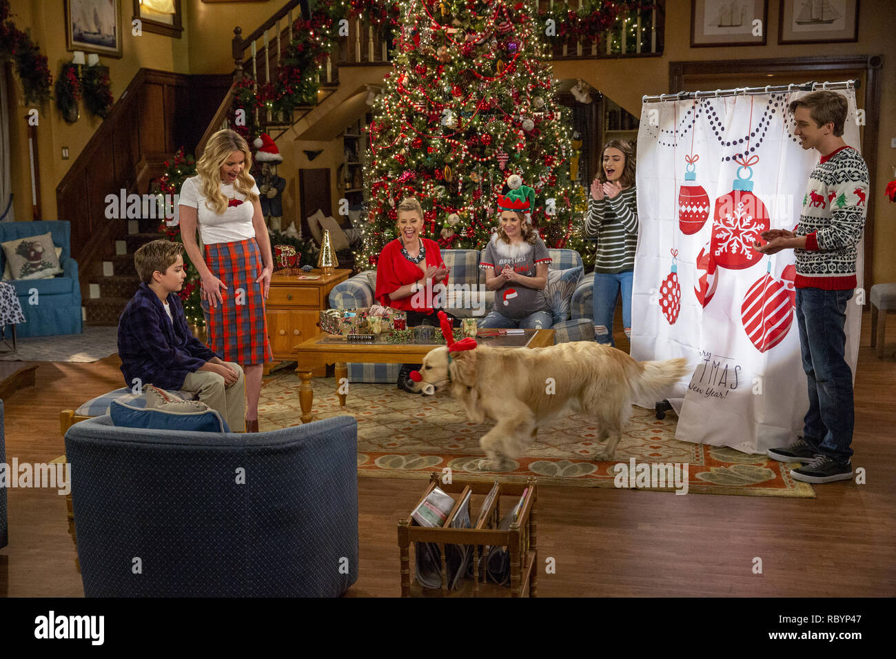 elias harger candace cameron bure jo sweetin andrea barber soni bringas michael campion fuller house season 4 2018 credit netflix the hollywood archive RBYP47