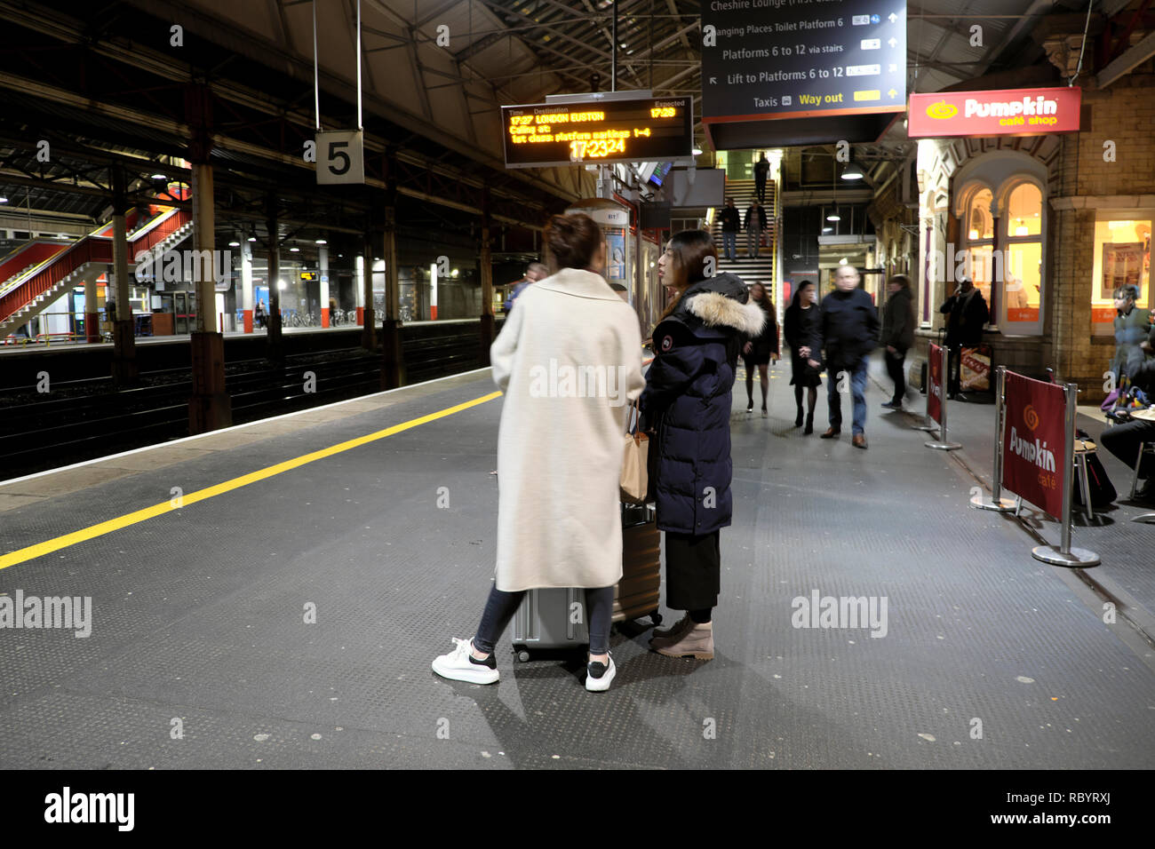 Rear view of passengers standing on the platform at Crewe railway station waiting for a Virgin train to London UK    KATHY DEWITT - Stock Image