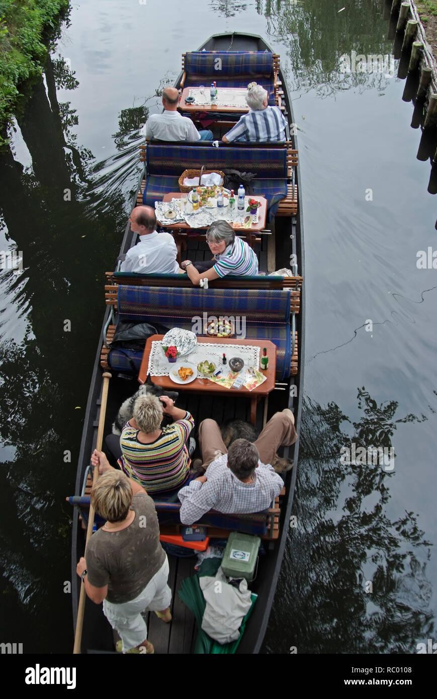 typischer Spreewaldkahn, Spreewald, Landkreis Oberspreewald-Lausitzkreis, Land Brandenburg, Deutschland, Europa | traditional Spreewald ship, Spreewal - Stock Image