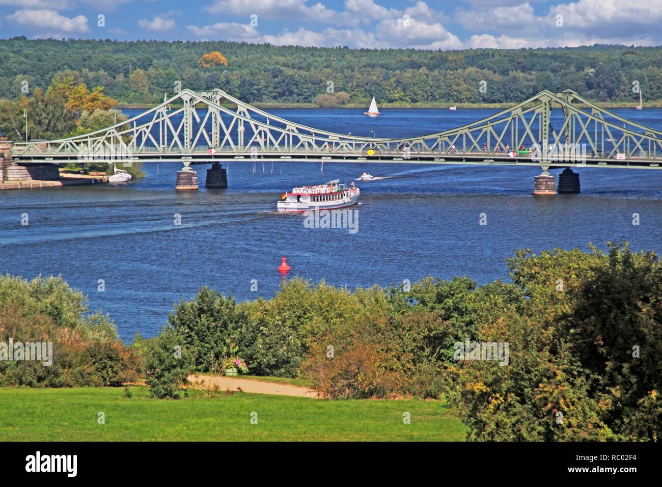 Glienicker Brücke, Verbindung Berlin - Potsdam über die Havel, im 'Kalten Krieg' Agentenaustausch Ost-West, z.B. Abel - Gary Powers 1962, Potsdam, Bra - Stock Image