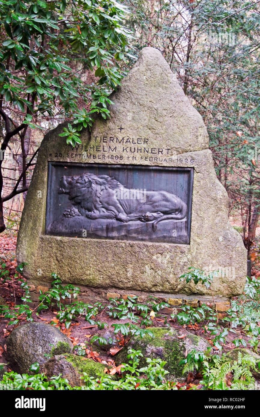 Südwest Kirchhof Stahnsdorf, Grabstätte von Wilhelm Kuhnert, Tiermaler, Berlin, Deutschland, Europa | Southwest Churchyard Stahnsdorf, grave yard Wilh Stock Photo