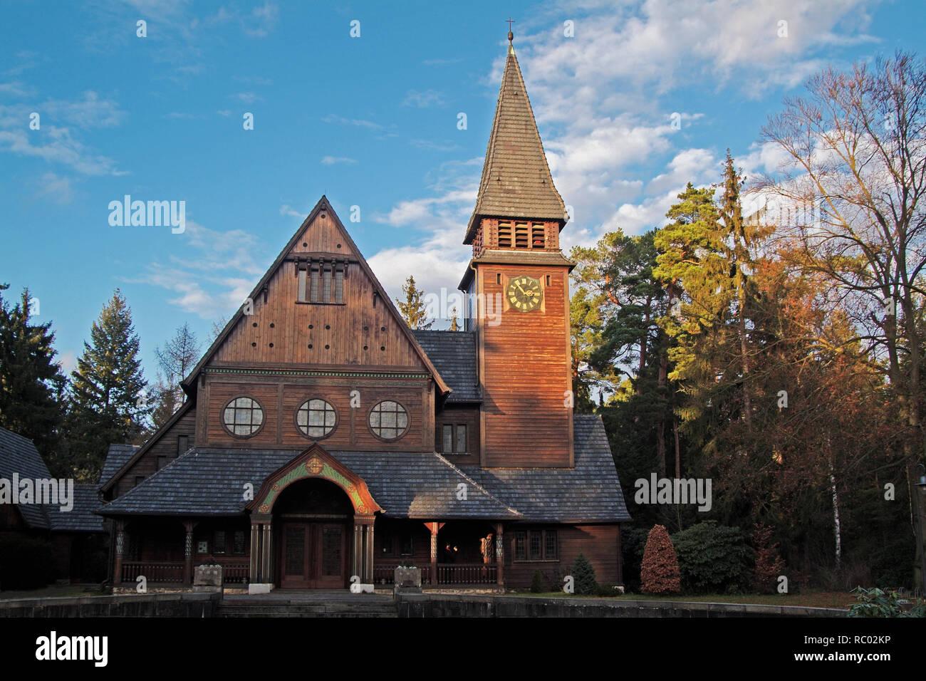 Südwest Kirchhof Stahnsdorf, Friedhofskapelle, Holzkapelle von Gustav Werner aus dem Jahre 1911, Berlin, Deutschland, Europa | Southwest Churchyard St Stock Photo