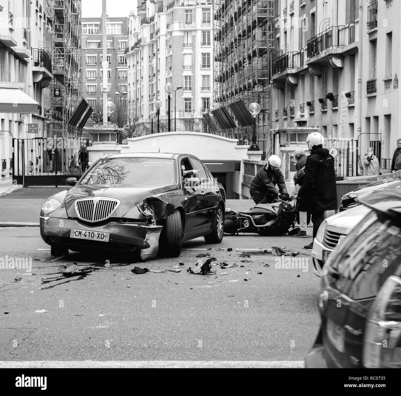 PARIS, FRANCE - JAN 30, 2018: Car accident on Paris street between luxury limousine Lancia Thesis and scooter moped transporting medical transfusion blood - rue de Courcelles - Stock Image